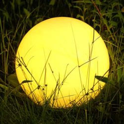 iluminaciones con bolas para jardín